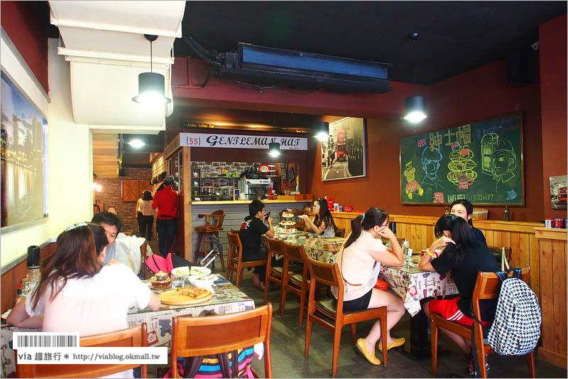【新竹餐廳推薦】新竹下午茶~紳士帽英式主題餐廳/大紅巴士超搶眼!立體小貓拉花萌翻了!