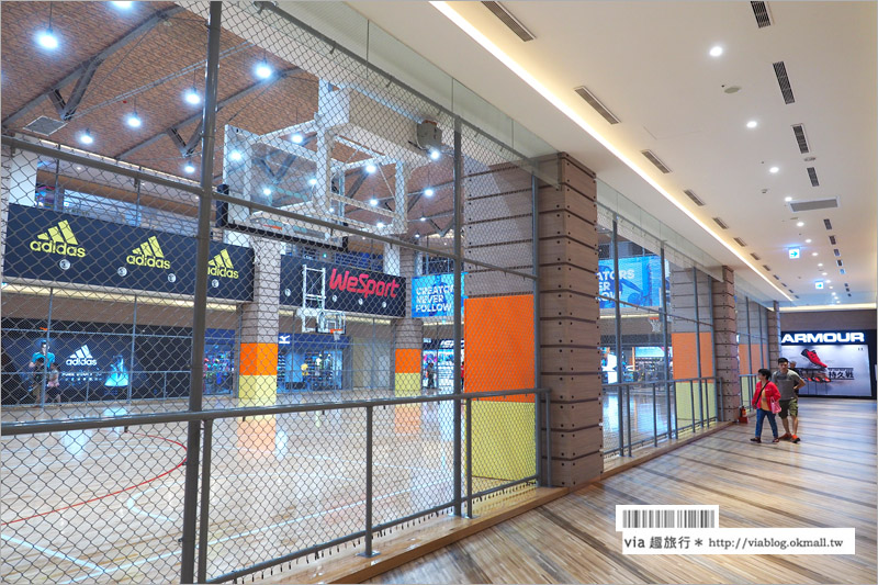 【大魯閣草衙道】高雄新景點(上)~商場裡就有棒球打擊場、籃球場及血拼專櫃,大好逛!