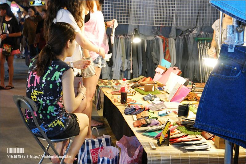【曼谷夜市推薦】席琳卡娜火車夜市Train Night Market Srinakarin~逛翻天!超炫復古車以及超多特色小店好好逛!