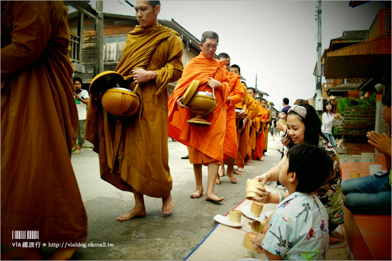 【泰國旅遊景點】清康小鎮(Chiang Khan)~懷舊風的木造小鎮,悠遊在舊時光裡的美好!早晨的和尚施齋體驗好新奇!