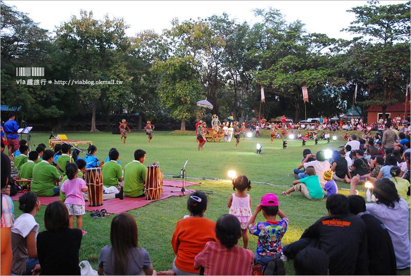 【泰國旅行】碧邁文化節:古城聲光秀~超精彩!壯觀盛大的聲光煙火秀~絕對值得奔來欣賞!