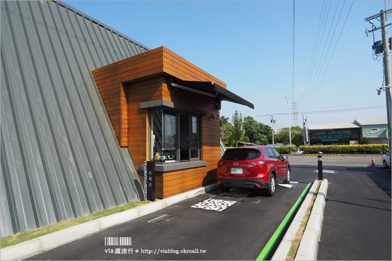 【嘉義民雄星巴克】全台最美星巴克~超美歐式教堂小屋造型!得來速取咖啡車道好方便!