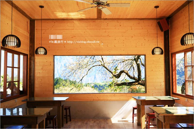 【南投信義餐廳】牛稠坑驛站~簡餐‧露營‧咖啡‧品茗~優美如畫的梅花窗景+無敵山景的露營大平台!
