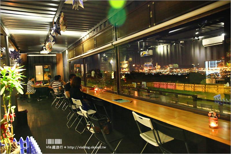 【台中景觀餐廳】約會去!TWO兔CAFE~夢幻百萬夜景+彩虹柵欄的迷你貨櫃咖啡館!