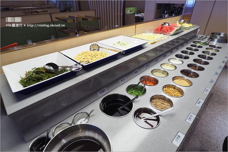 【台中餐廳推薦】海底撈火鍋~新店報到!人氣爆棚/吃火鍋還能看秀、按摩、做美甲!