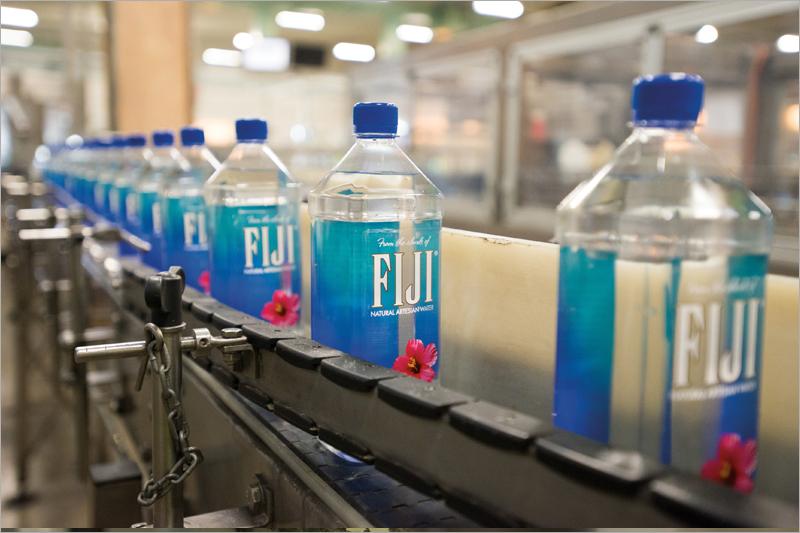 【斐濟旅遊】FIJI Water斐濟水~直擊當地工廠實況!走入校園和村落居民生活之中,看見斐濟式的燦爛笑容!