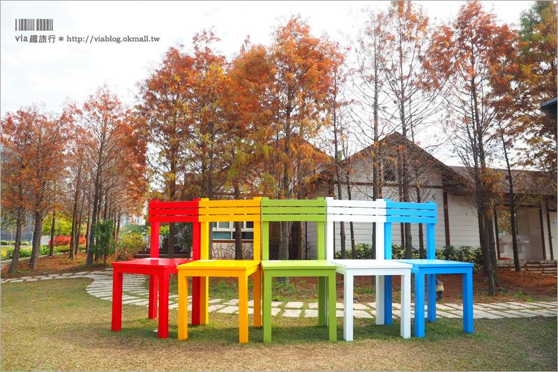 【蝴蝶橋法式餐廳(已歇業)】台中約會景點~打卡熱點來囉!法式料理餐廳居然出現巨人的彩虹椅?!