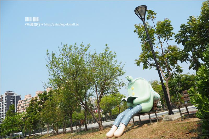 【台中景點】大里東湖公園~超可愛熊超人出沒!閱讀熊+午睡熊~新IG拍照點來囉!