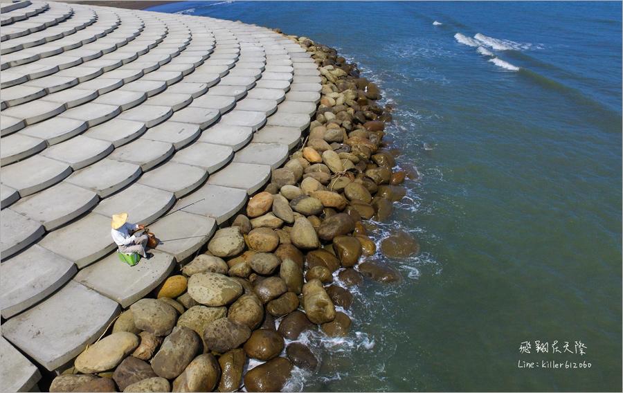 【新竹景點】南寮魚鱗天梯~空拍角度更美!白色鱗片造型的階梯成了最新打卡熱點!