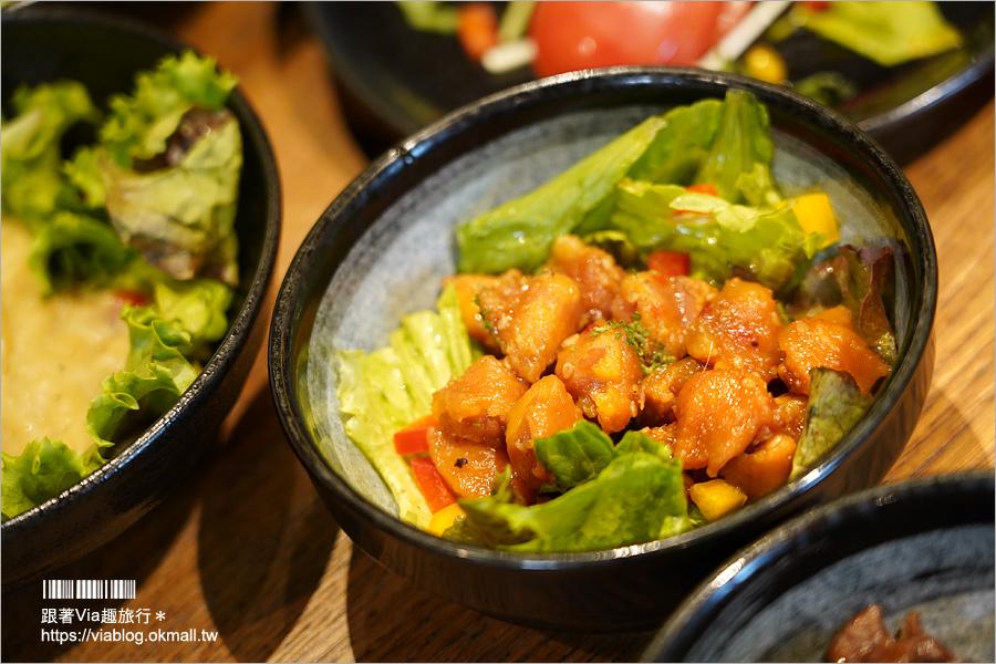 【福岡餐廳推薦】元祖蕃茄拉麵 三味(十日惠比須店)~CP值高的吃到飽!除了必吃蕃茄拉麵外,還有蕃茄牛腸鍋等好料任你吃!