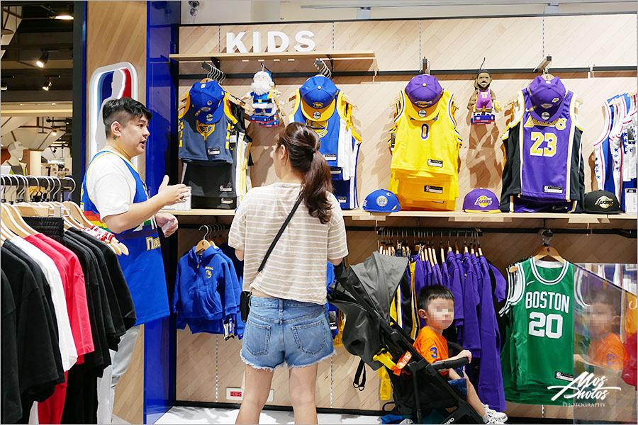 NBA球迷必看》NBA Store台南新光店全新開幕~各球隊球衣、PUMA籃球鞋、Herschel包包…各式NBA周邊商品這裡買!!