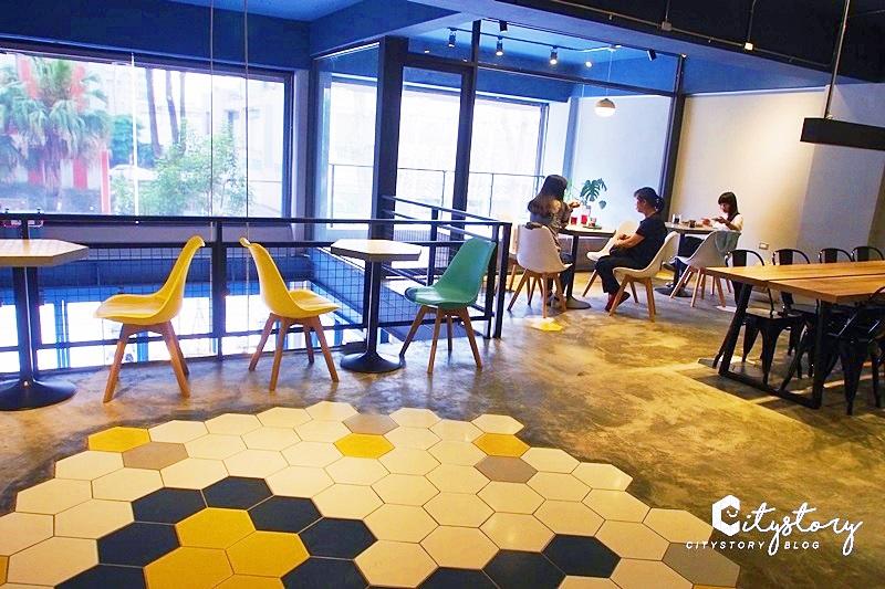 【台中早午餐】Pluto Espressoria~藍色系早午餐店面-喝一杯香濃可可吧