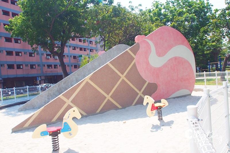 【台中冰淇淋溜滑梯】福星公園~巨大冰淇淋磨石溜滑梯,最新夢幻夏日粉紅IG打卡點